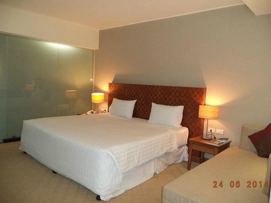 Sunee Grand Hotel : เตียงและการจัดแสงสบายตา