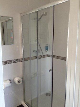 Marine Court Hotel : Fantastic, powerful Mira shower