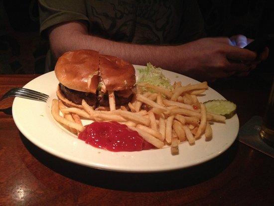 Rock Bottom Brewery : Classic Burger plate