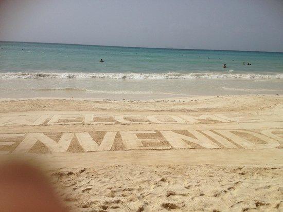 Secrets Capri Riviera Cancun: Staff work hard to keep beach immaculate
