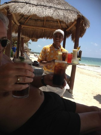 Secrets Capri Riviera Cancun: Top notch services from Moses at the beach/poolside  - doesn't get much better!