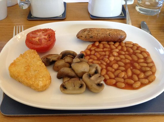 Marine Court Hotel : Hot breakfast with a delicious vegetarian sausage