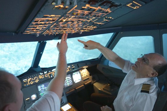 Airbus A320 flight simulator - Picture of Flyajetsim, Melbourne