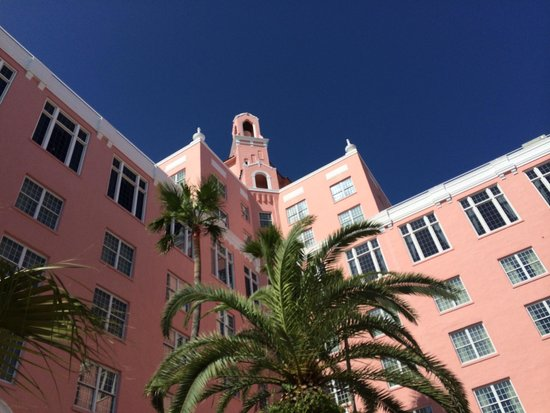 The Don CeSar : View from the courtyard.