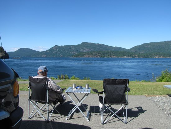 Brown's Bay Resort: Relazing in front of our RV