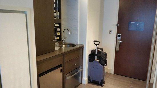 Hotel 48LEX New York: Wet Bar Area