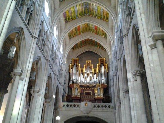 Catedral de Sta Maria la Real de la Almudena: Interior