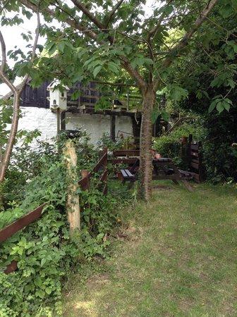 Hele Corn Mill & Tea Room: Gardens