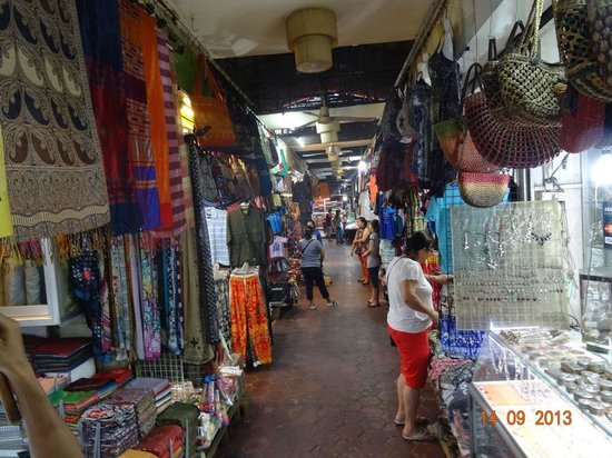 Angkor Night Market: More stalls