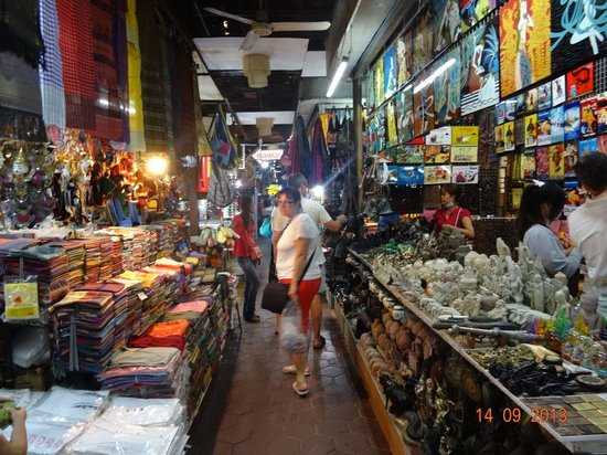 Angkor Night Market: And more stalls