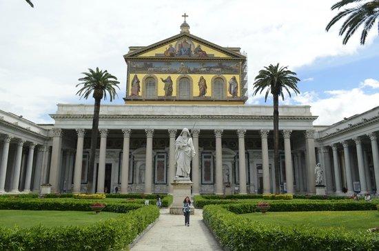Abbazia di San Paolo fuori le Mura : visão geral do exterior da Catedral