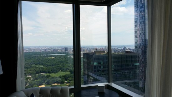 Residence Inn New York Manhattan/Central Park : Floor to Ceiling Corner overlooking Central Park