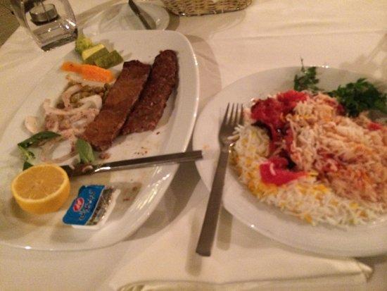 Escan Hotel: Koobideh and Barg Kabab for dinner.