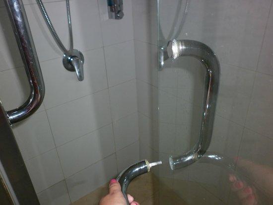 Hotel Riu Naiboa : Puerta de la ducha