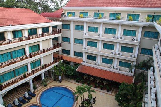 Angkor Holiday Hotel : Pool View