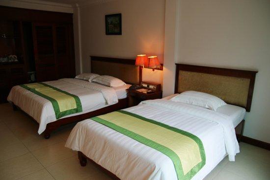 Angkor Holiday Hotel: Spacious family room