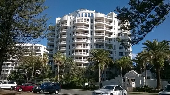 Burleigh Mediterranean Resort: from the park opposite
