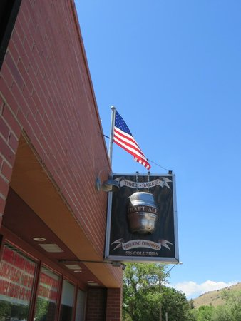 Three Barrel Brewing Co: Three Barrels brewery & pizzaria