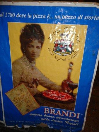 Hotel Il Convento: Foto de la Reina de Italia en el menú de la pizzería Brandi