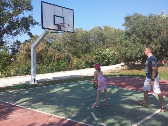 Louis Creta Princess Beach Hotel : and we played basketball :)
