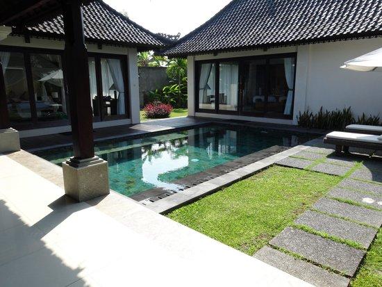 Santi Mandala: Pool area