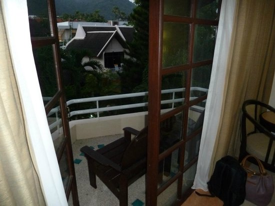 Thara Patong Beach Resort & Spa: View out from room