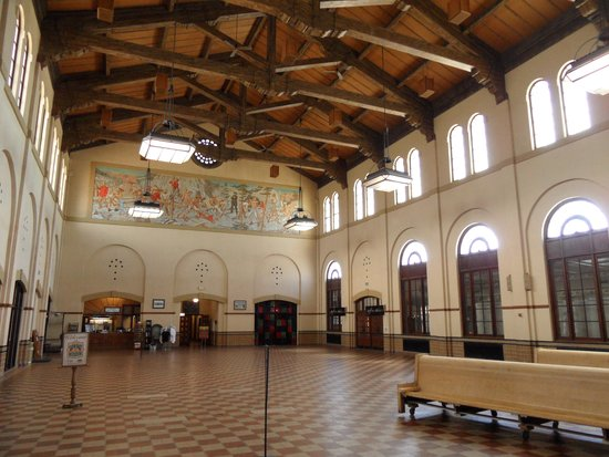 Union Grill: Interior of the RR station