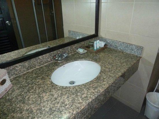 Thara Patong Beach Resort & Spa: Sink
