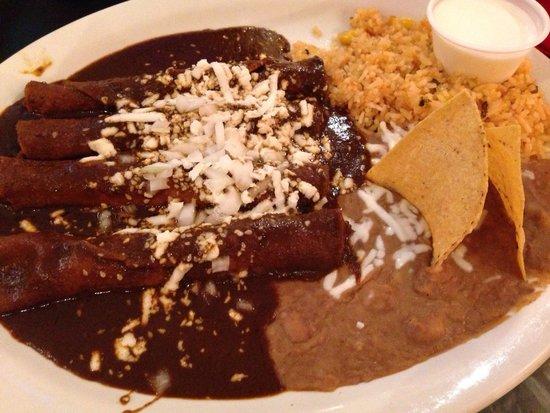 Oliva's Kitchen: Enchiladas mole
