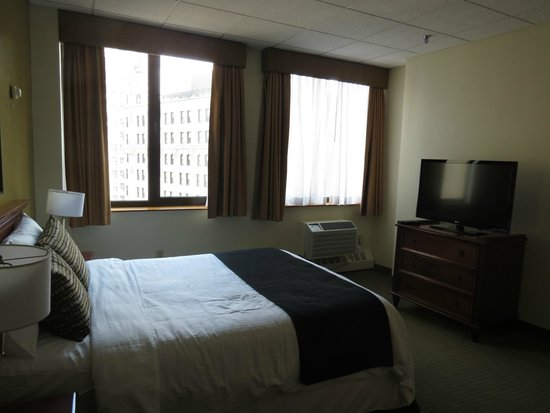 Broadway Plaza Hotel: Room 1003