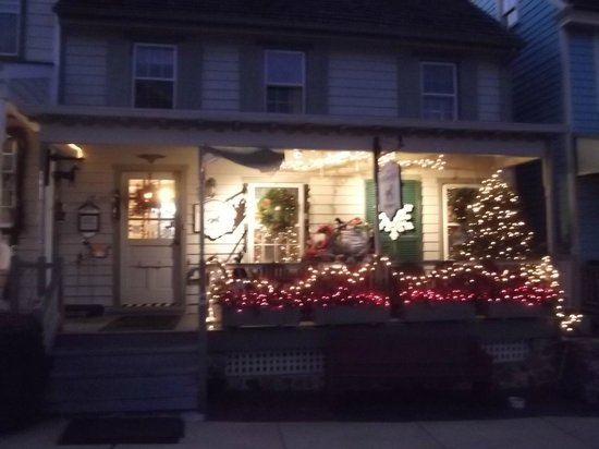 Doc Smithers B&B: Charming shops in town