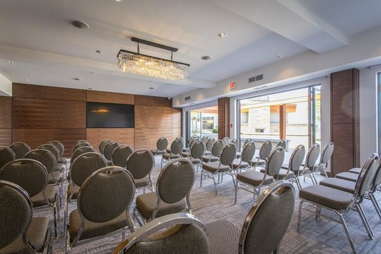 Qualicum Beach Inn: Conference Room