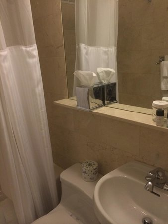 Hotel Beacon : Bathroom