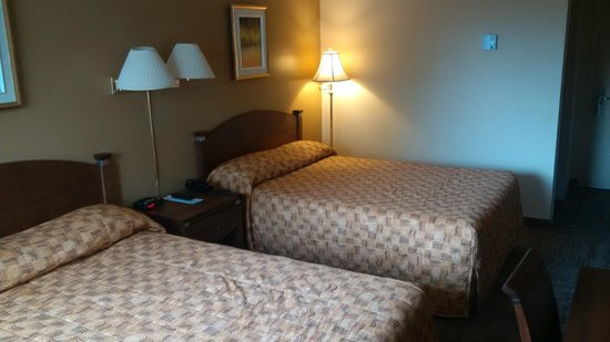 Matagami, Canada: Room - two double beds