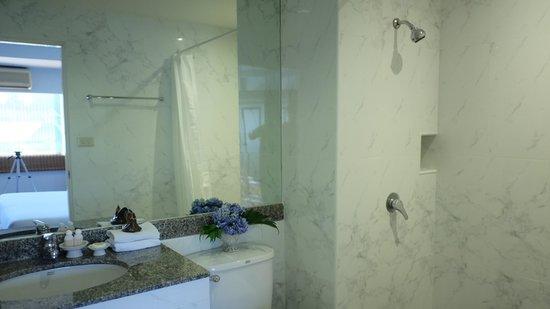 P&R Residence : DELUXE DOUBLE BATHROOM