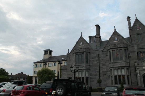 Clontarf Castle Hotel: Facade