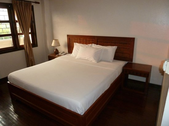 Lao Orchid Hotel: Large bed
