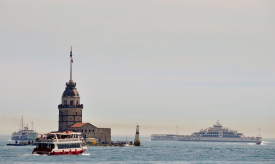 Maiden's Tower with traffic