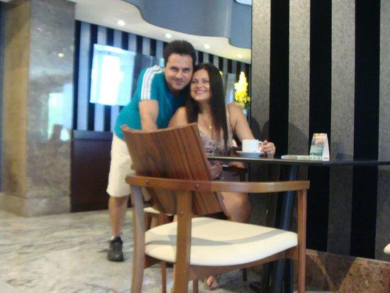 Bourbon Convention Ibirapuera: Recepção. Café exclusivo para hóspedes da Torre Moema.