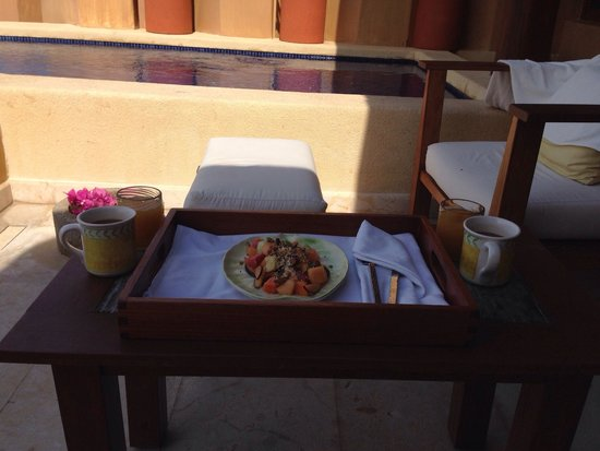 Capella Ixtapa: Fruit plate, fresh juice and local coffee for breakfast!