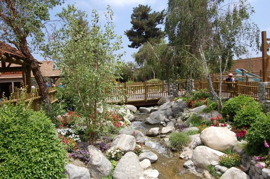 Knott's Berry Farm: Beautiful Camp Snoopy