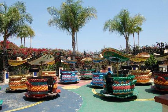 Knott's Berry Farm: Hat Dance in Fiesta Village
