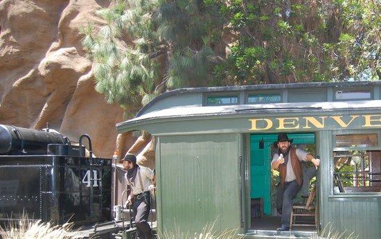 Knott's Berry Farm: Train bandits on the Calico Railroad