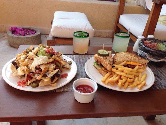Cala de Mar Resort & Spa Ixtapa: Lunch in our room