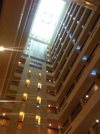 Imperial Hotel Taipei: インペリアルホテル台北:ロビーの吹き抜け
