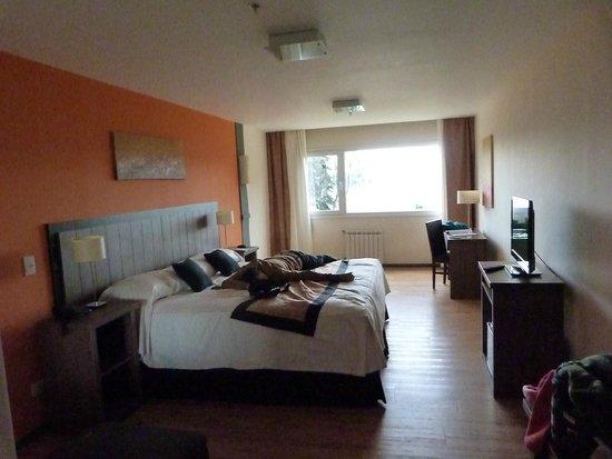 Villa Huinid Hotel Pioneros : amplia habitaciòn