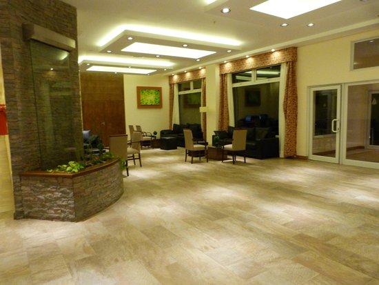 Villa Huinid Hotel Pioneros : hermosa vista del lobby