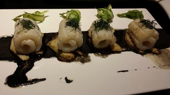 Mira Moon Hotel: Another delicious squid dish at Super Giant