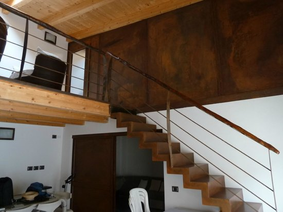 La Peonia Boutique B&B : The Annex - Staircase