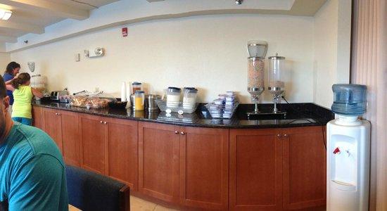 Gold Leaf Hotel: Continental Breakfast